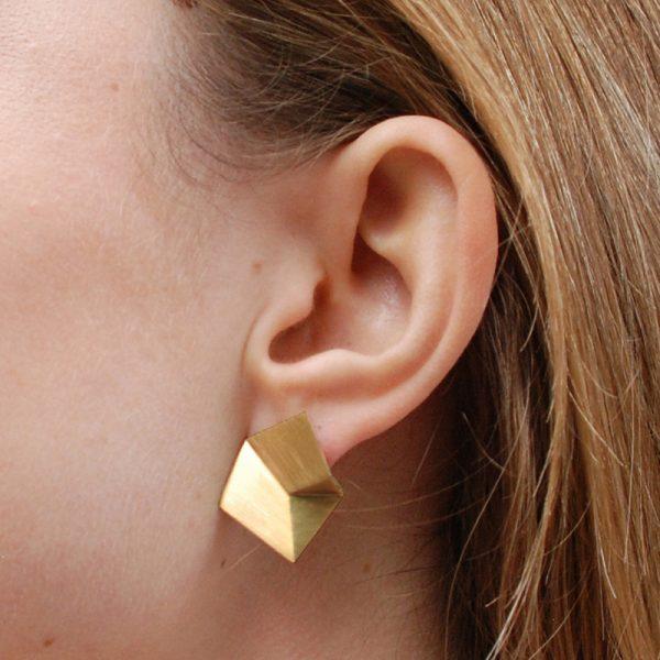 product Flake stud earrings M gold